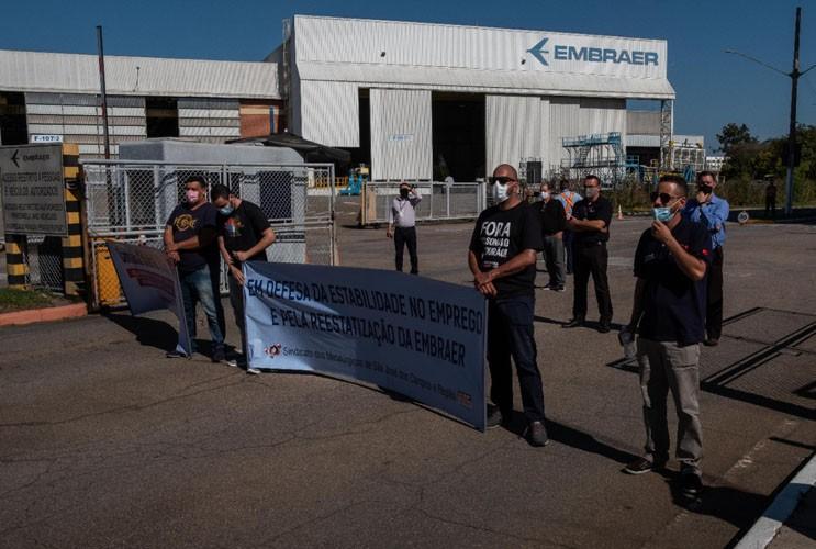 Assembleia com os trabalhadores da Embraer contra as demissões