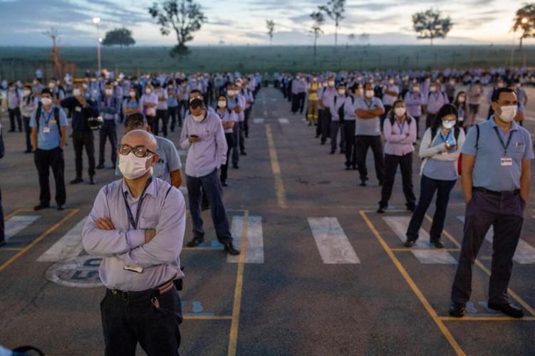 Trabalhadores da GM em assembleia sobre layoff