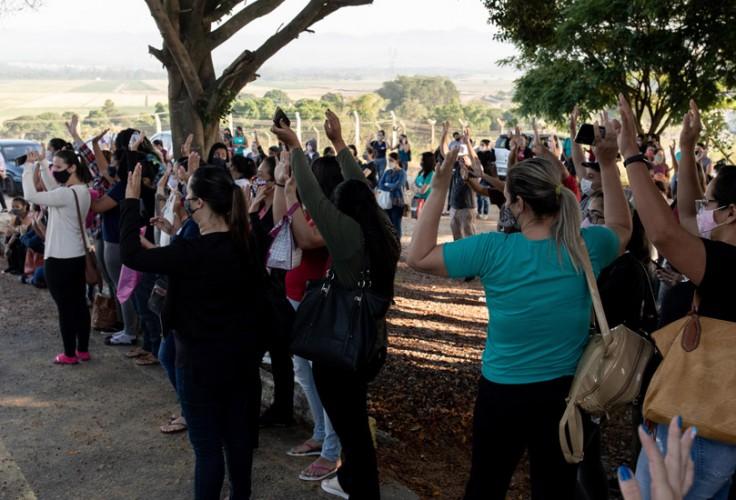Trabalhadoras aprovaram aviso de greve durante assembleia, nesta segunda (29)