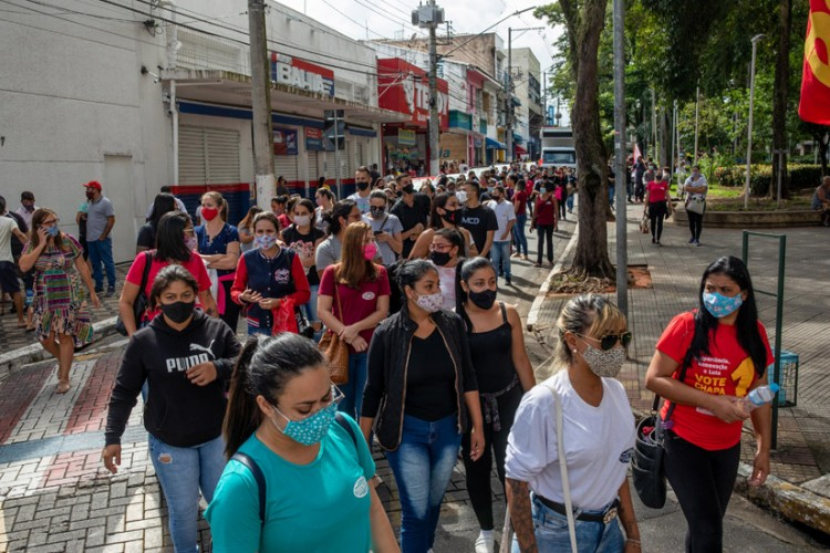 Trabalhadoras da Blue Tech durante ato por empregos e direitos em Caçapava