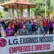 Cerca de 150 trabalhadoras participaram do ato em defesa dos empregos e direitos