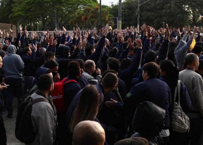 Assembleia no primeiro turno aprova deflagração da greve
