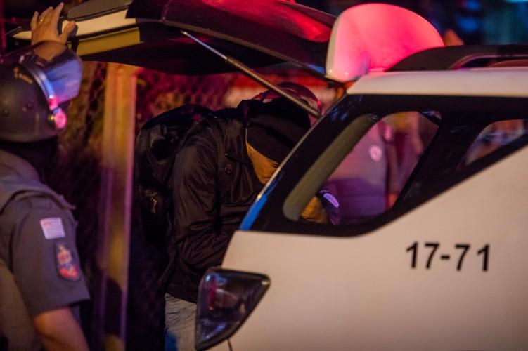 Dirigente Alex é colocado na viatura policial