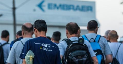 Trabalhadores da Embraer entram em estado de greve