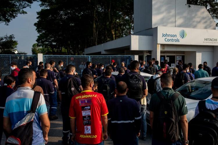Trabalhadores da JC Hitachi em assembleia sobre cancelamento das demissões
