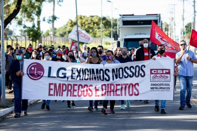 Trabalhadoras da Sun Tech fazem manifestação em defesa dos empregos e direitos