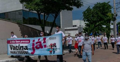 Sindicato faz ato por vacinação no dia da primeira aplicação em São José