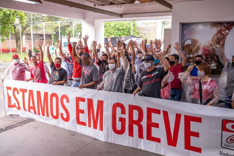 Trabalhadores estão em greve desde o 21 contra a ordem de despejo da fábrica
