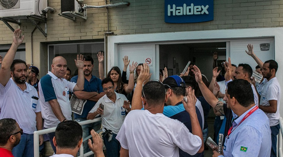 Trabalhadores da Haldex em assembleia