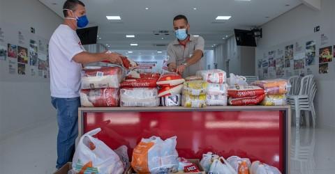 """Trabalhadores da GM doam 493 kg de alimentos para campanha """"Metalúrgicos contra a fome"""""""