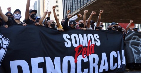 Deputados bolsonaristas querem enquadrar manifestantes na lei antiterrorismo