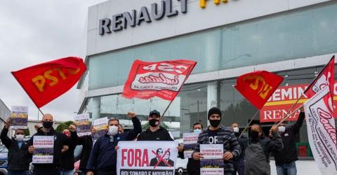 Ato em concessionária apoia greve dos trabalhadores da Renault no Paraná