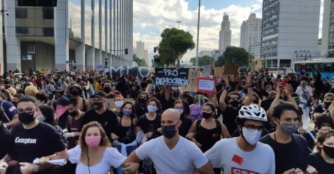 Manifestações contra Bolsonaro tomam conta do país