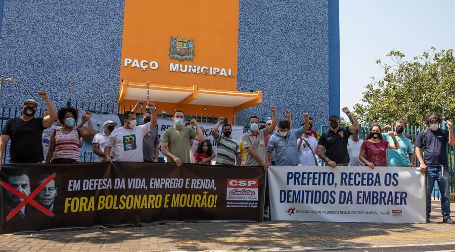 Manifestação em frente à prefeitura