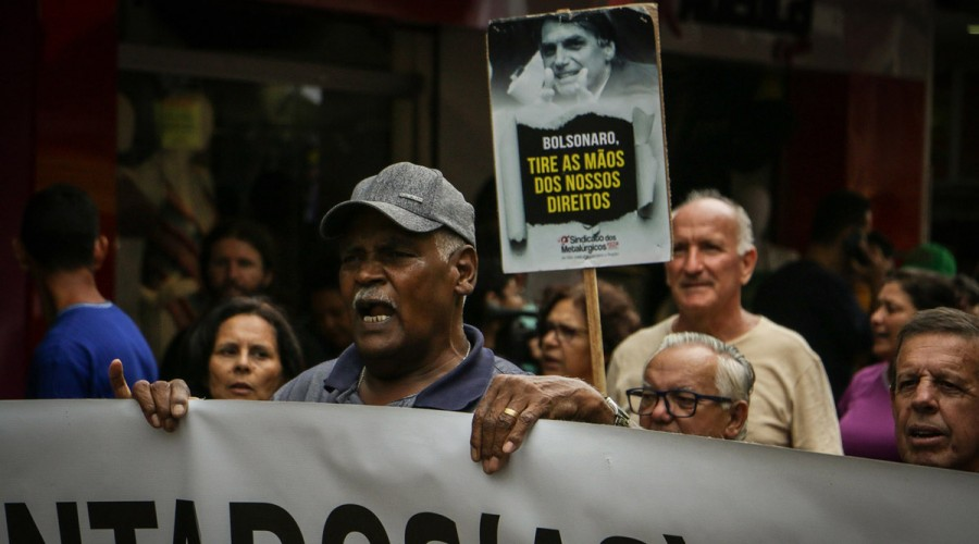 Aposentado protesta em defesa da Previdência