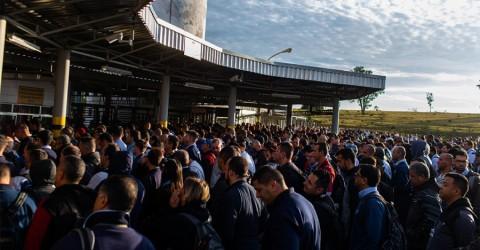 Por falta de peças, GM anuncia layoff em São José dos Campos
