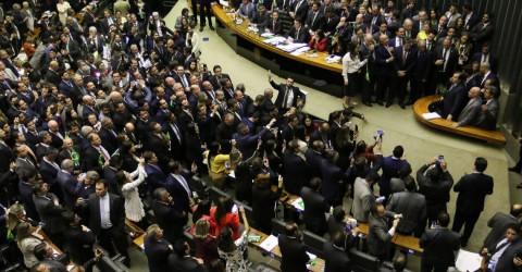 Contra trabalhadores, Câmara aprova reforma em primeiro turno