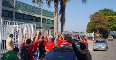 Trabalhadores da zona sul atrasam produção por início de negociações