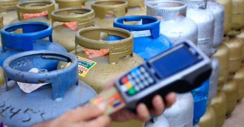 Governo Bolsonaro descumpre promessa e botijão de gás chega a R$ 105