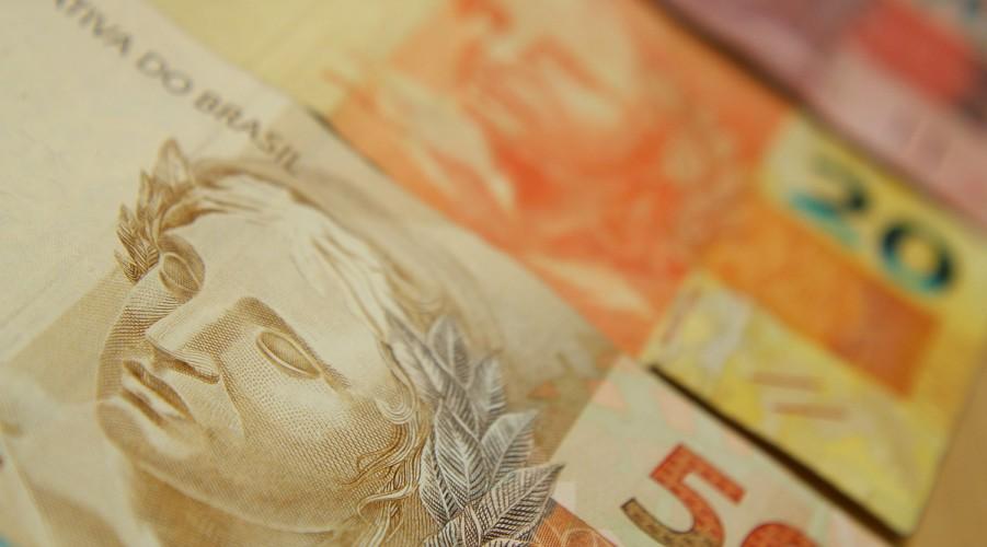 Desvalorização afeta a camada mais pobre da popula