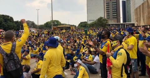 Três mil trabalhadores dos Correios protestam por direitos e contra privatização
