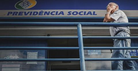 Caos no INSS obriga trabalhadores a procurar Justiça por benefício