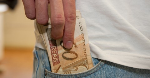 Sem corrigir tabela, governo faz trabalhador pagar mais Imposto de Renda