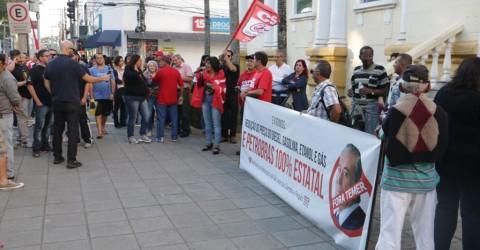 Ato em apoio a petroleiros e caminhoneiros defende Greve Geral