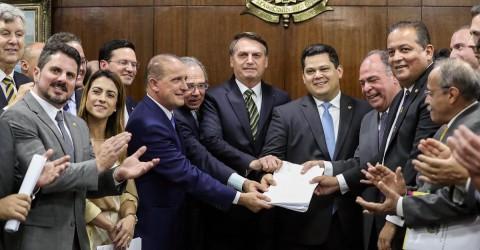 Pacote de maldades do governo ataca servidores, salário mínimo e serviços públicos