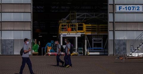 Com 11 casos de suspeita de covid-19 na Embraer, exigimos teste e afastamento de todos os trabalhadores