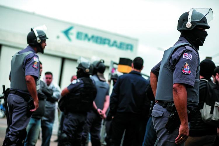Polícia desrespeita o direito à greve