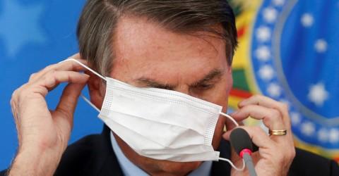 Bolsonaro veta uso obrigatório de máscaras em igrejas, fábricas e escolas