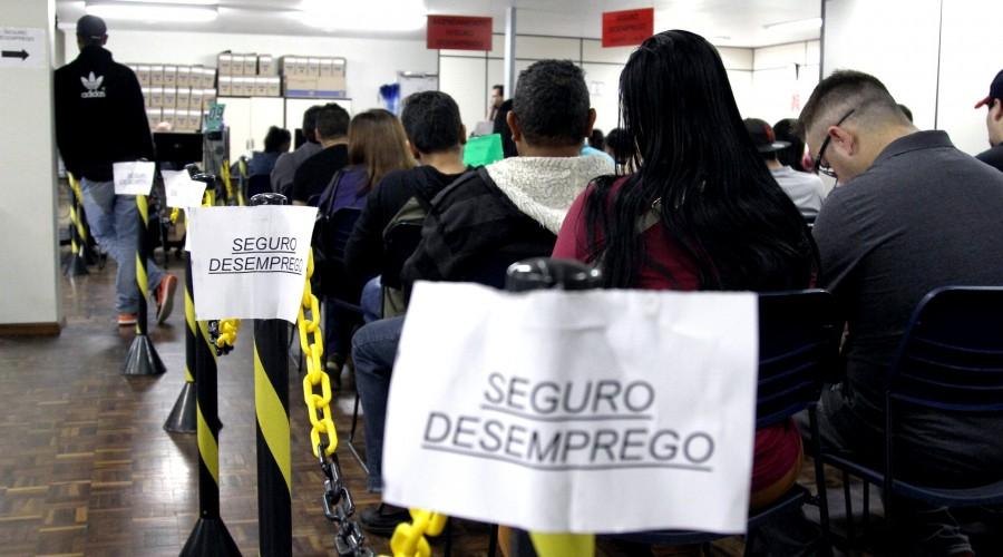 Seguro-desemprego será taxado em 7,5%