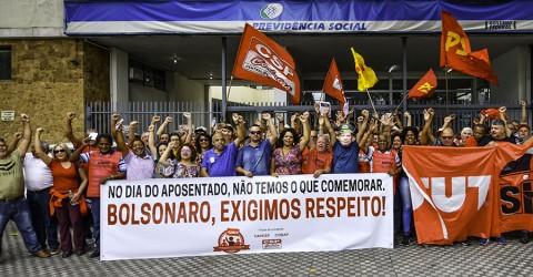 Protesto exige respeito a aposentados e fim do desmonte da Previdência