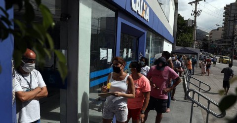 Maioria dos que recebem auxílio emergencial reprova Bolsonaro na pandemia