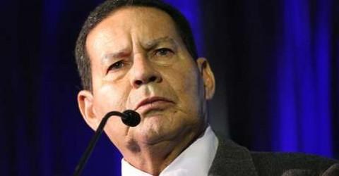 Vice de Bolsonaro critica 13º salário e fala em nova reforma trabalhista