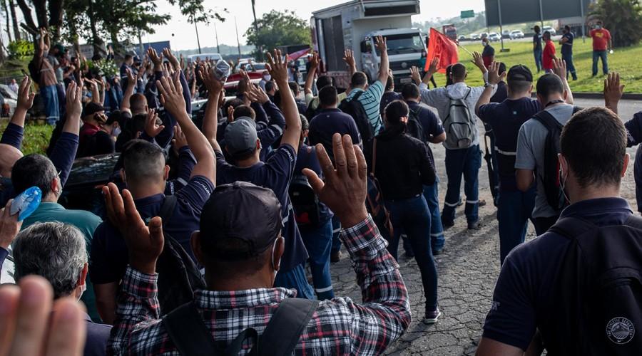 Trabalhadores da JC Hitachi em assembleia