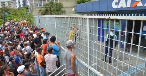 Com vacinação emperrada e sem auxílio emergencial, brasileiros já têm motivos para se preocupar em 2021