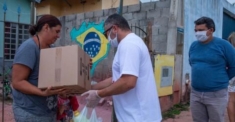 """Trabalhadores da Caoa Chery doam 320 Kg de alimentos para campanha """"Metalúrgicos contra a fome"""""""
