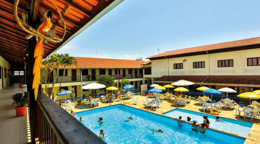 Colônia de Férias conta com duas piscinas