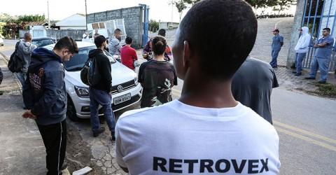Metalúrgicos da Retrovex protestam contra demissões