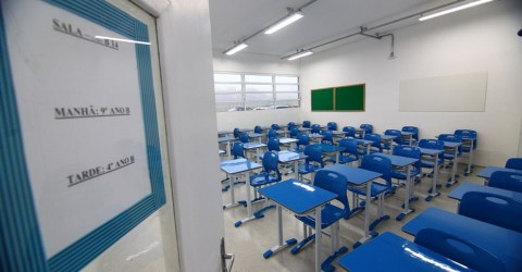 Mais de 30 casos de covid-19 são registrados em escolas municipais