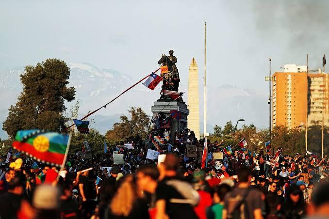 Manifestação popular, em Santiago