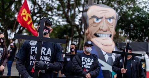 Protesto silencioso denuncia política genocida de Bolsonaro em crise do coronavírus