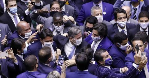 Com 'compra de votos', Bolsonaro elege aliados no Congresso