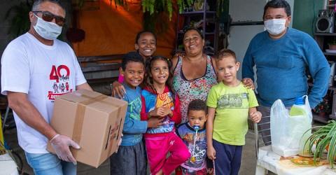 Sindicato repassa doações de alimentos a famílias carentes