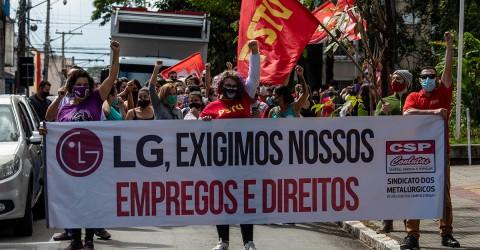 Metalúrgicas das fornecedoras da LG realizam ato em frente à fábrica em Taubaté